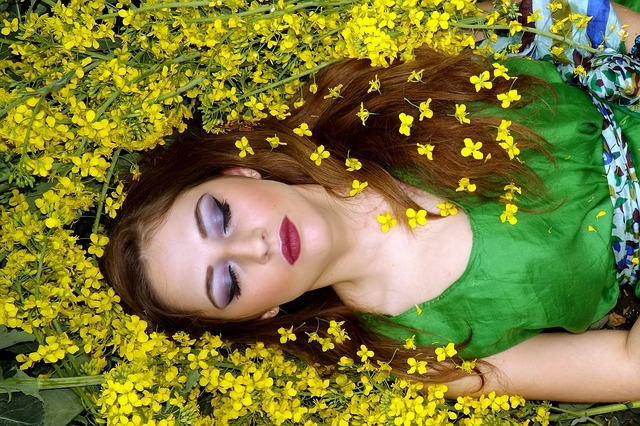 Kosmetik Haare mit ausreichend Schlaf